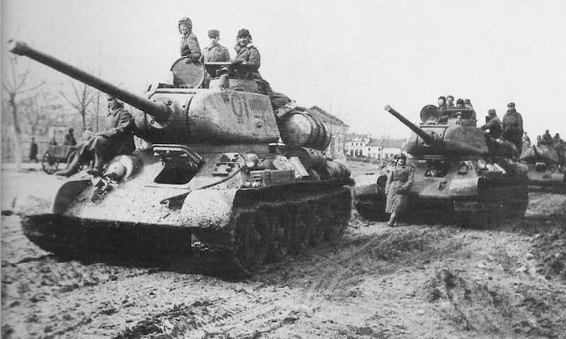 Три танкиста — три весёлых друга