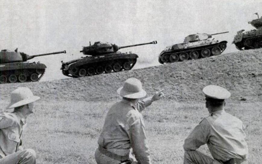 На поле танки грохотали