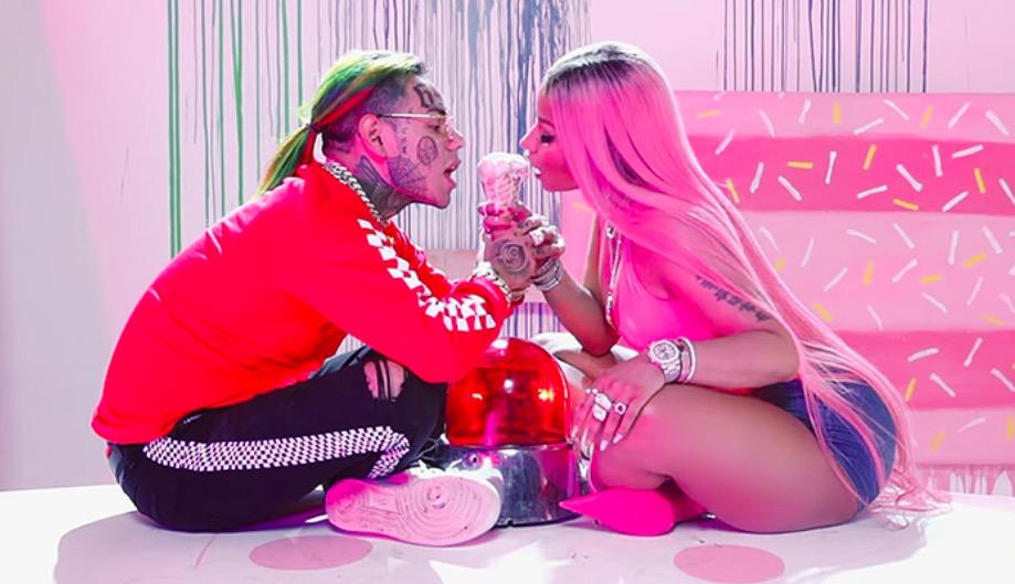 "6ix9ine, Nicki Minaj, Murda Beatz - ""FEFE"" текст песни"